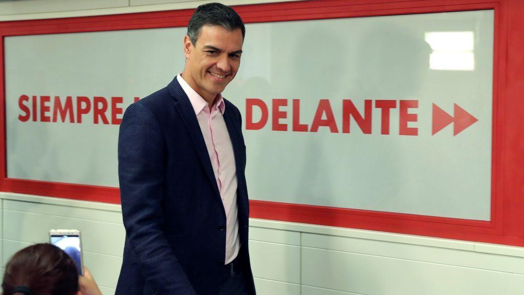 El PSOE tiñe de nuevo España de rojo y Madrid salva la cabeza de Casado