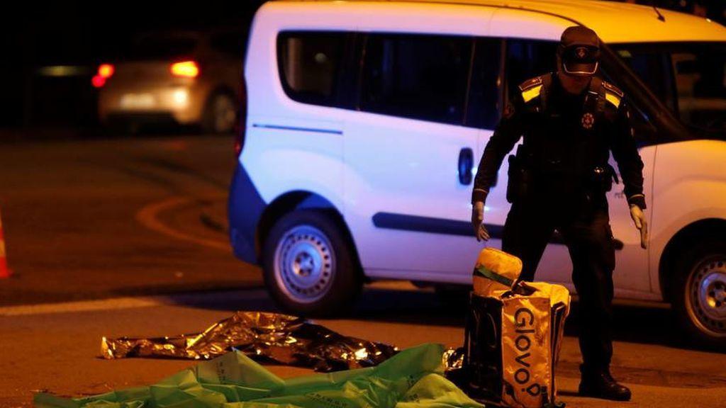 Muere un repartidor de Glovo atropellado por un camión de la basura en Barcelona