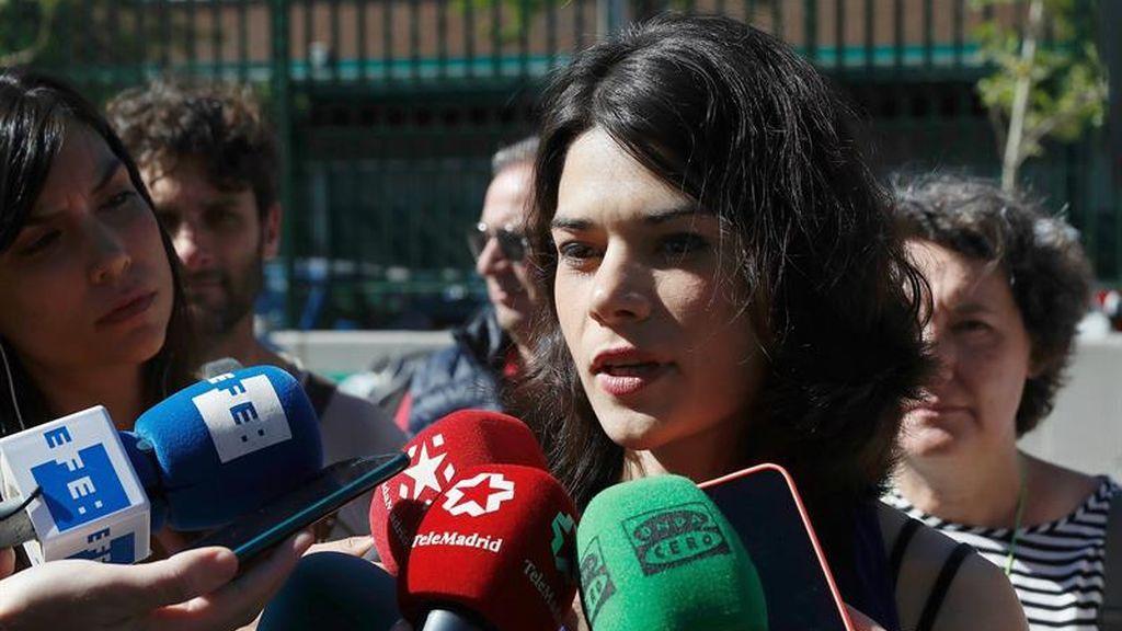 Isabel Serra ejerce su derecho a voto