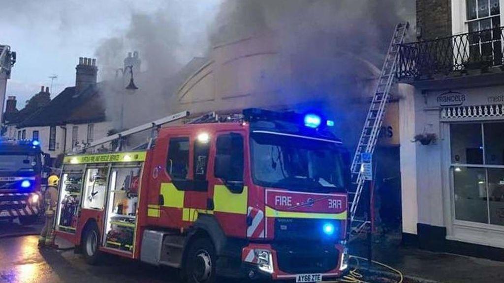 Dos trabajadores intentan quemar a un ratón y provocan 1,8 millones de euros en destrozos