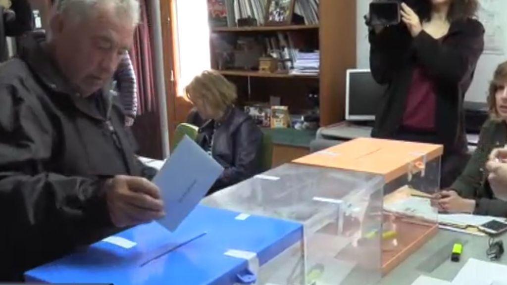 Un pueblo entero vota en 70 segundos
