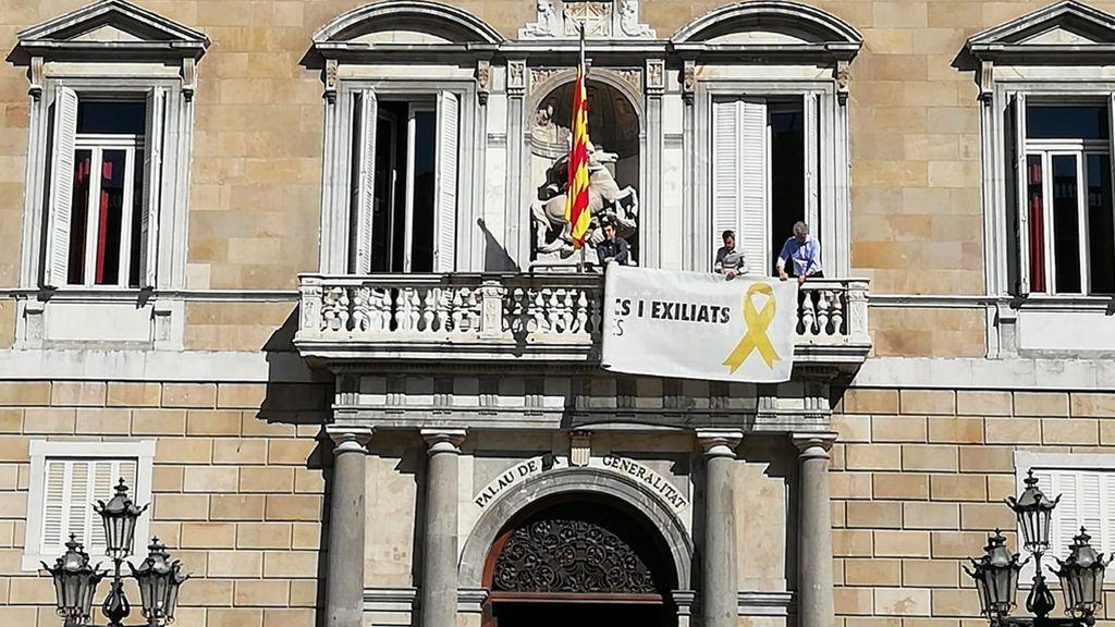 El lazo amarillo vuelve al balcón de la Generalitat
