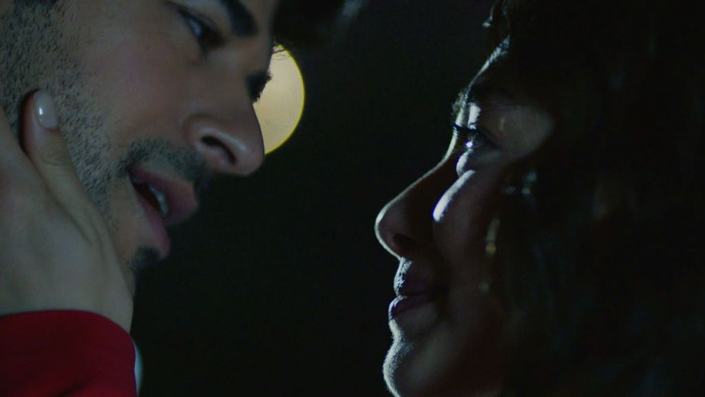 Kemal pide a Nihan que se case con él