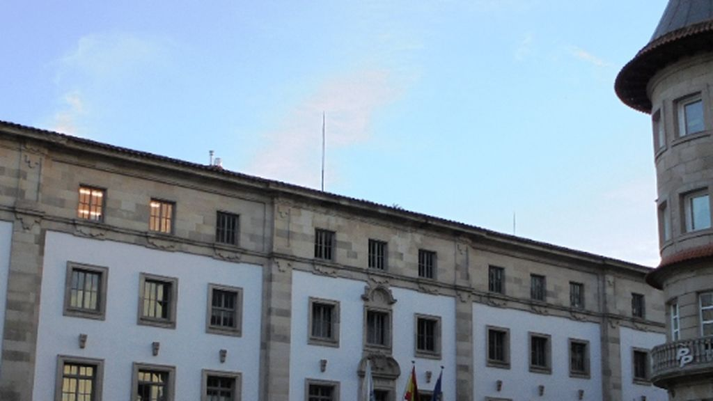 La Audiencia de Pontevedra  absuelve a dos acusados de violar a una joven tras un 'botellón'