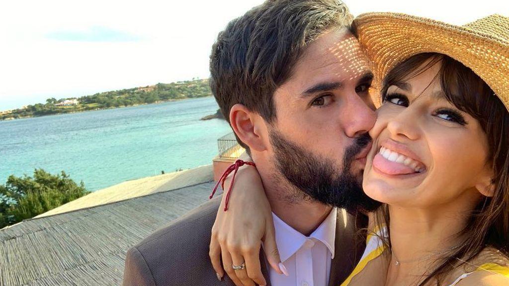 """Sara Sálamo posa con Isco Alarcón y su hijo antes de convertirse en padres: """"Qué familia tan bonita tenemos"""""""