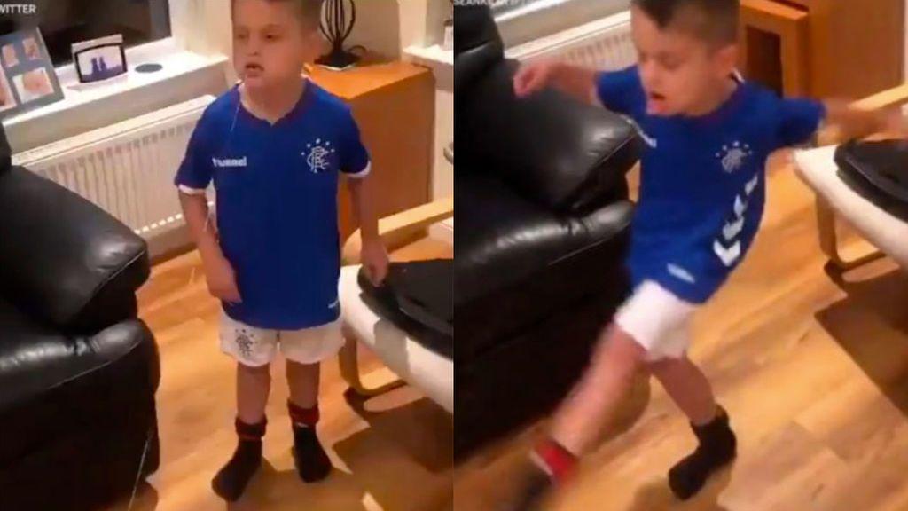 El truco viral de un niño para quitarse un diente flojo con la ayuda de un balón de fútbol