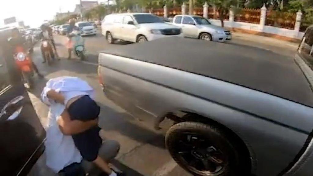 El héroe motorista: lleva a urgencias a una niña que estaba sufriendo un ataque epiléptico en pleno atasco