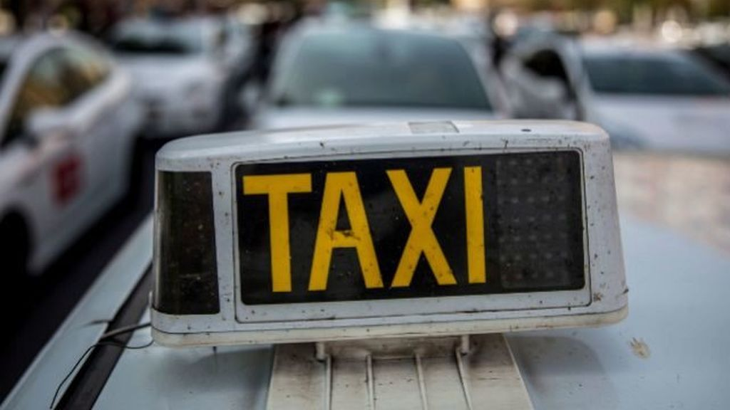 Tres heridos tras ser arrollados por un taxista en Valencia