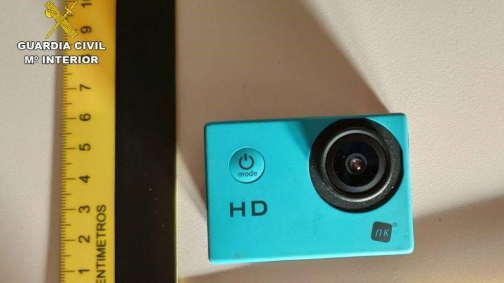 Detenido por instalar una cámara de vídeo en un aseo portátil y captar a sus compañeras de trabajo