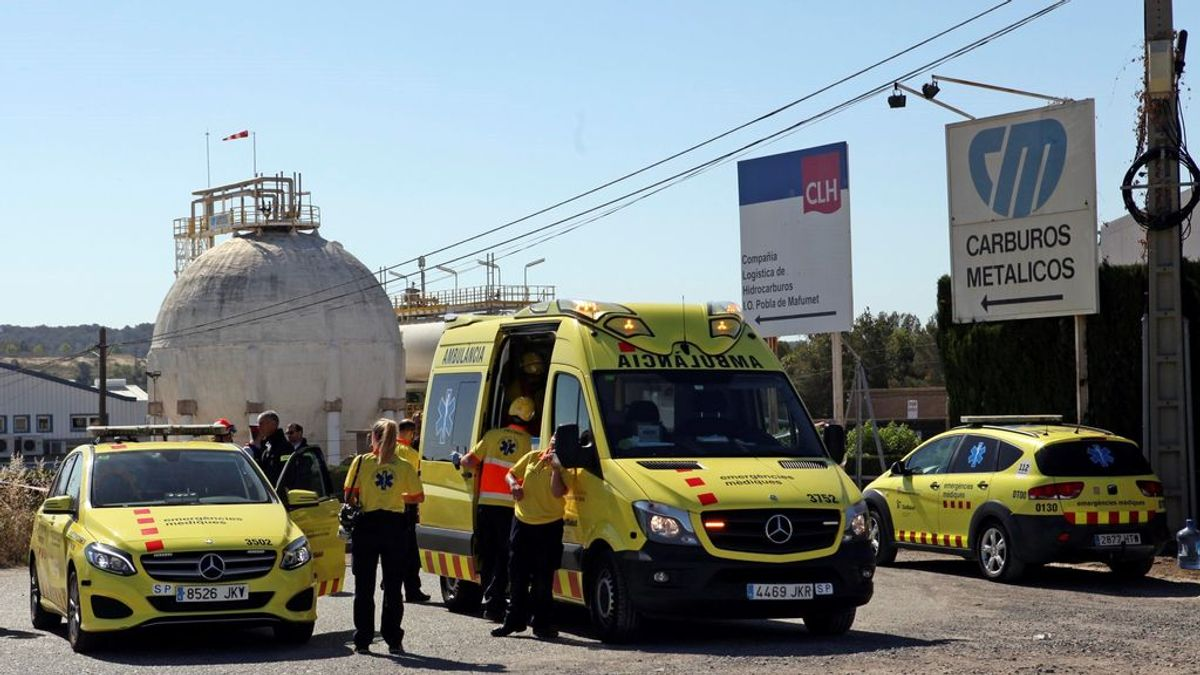Un trabajador fallecido y ocho heridos, uno de ellos en estado crítico tras una fuga de amoníaco en Tarragona