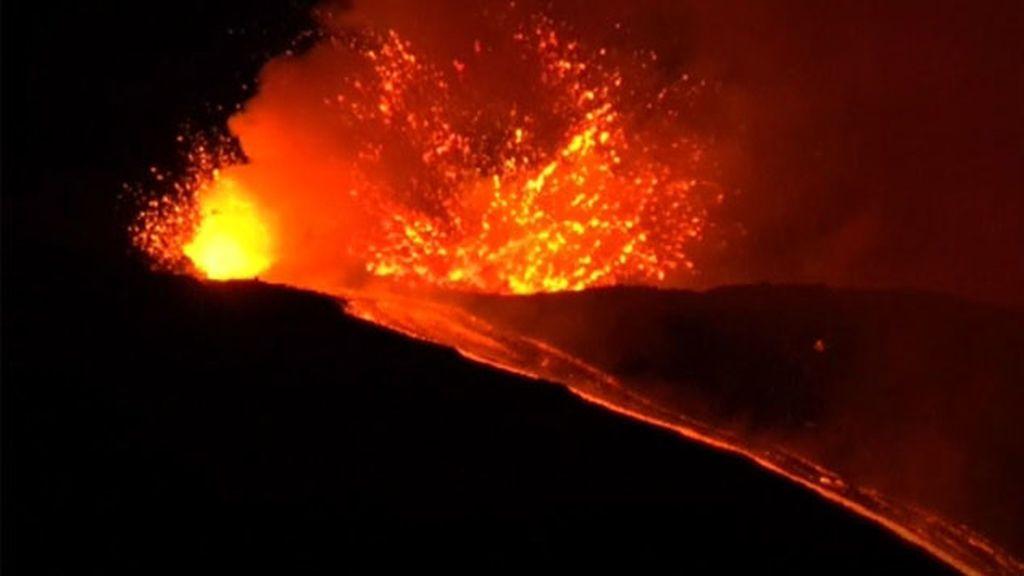 El volcán Etna entra en erupción de nuevo