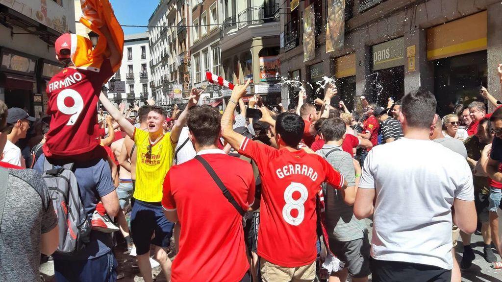 Liverpool o Madrid: Emocionante 'You'll never walk alone' de la afición del Liverpool antes de la final de la Champions