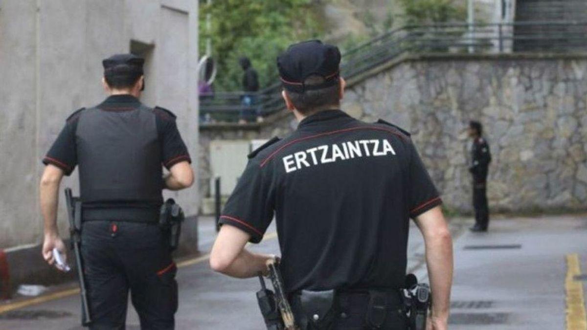 Agentes de la Ertzaintza salvan a una niña que se había atragantado con un trozo de pizza