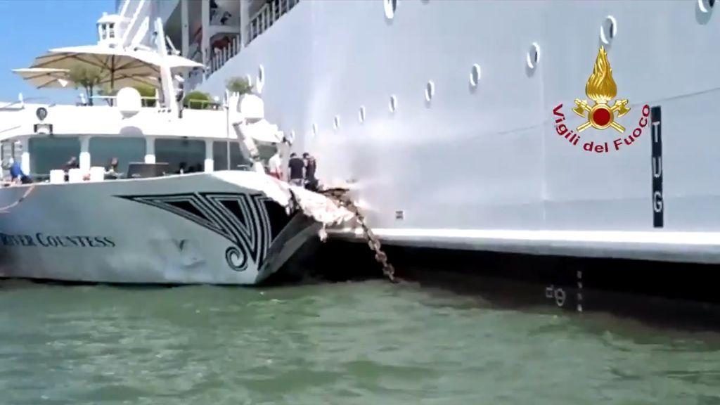 Un crucero choca contra un barco turístico en el canal veneciano de Giudecca