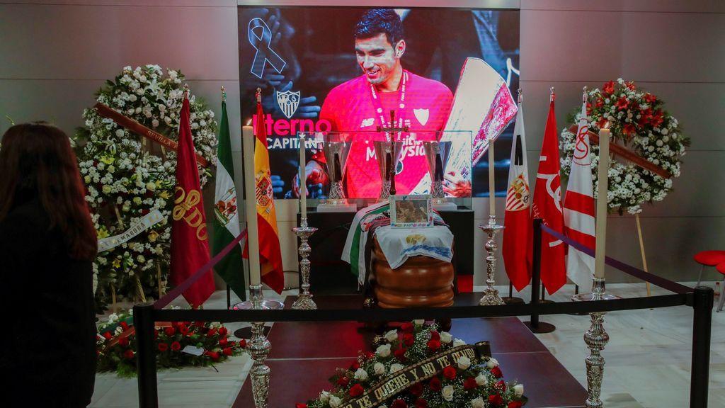Sevilla se despide de José Antonio Reyes en la capilla ardiente instalada en el Sánchez-Pizjuán