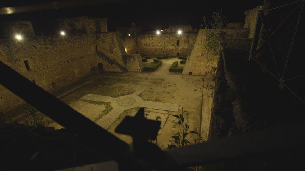 La mujer que vive y deambula por la noche en el onubense Castillo de Niebla