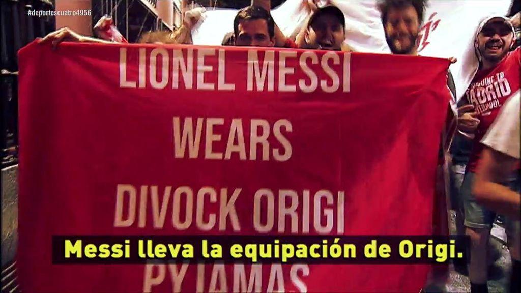 La afición del Liverpool se acuerda de Messi durante la celebración de su sexta Champions