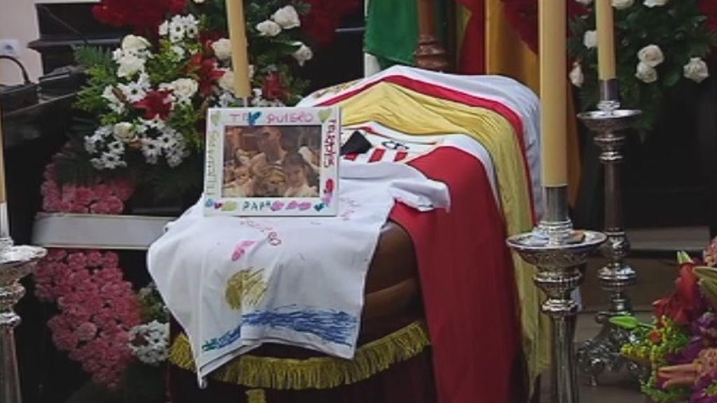 Desconsuelo de la familia de Reyes en su funeral en Utrera