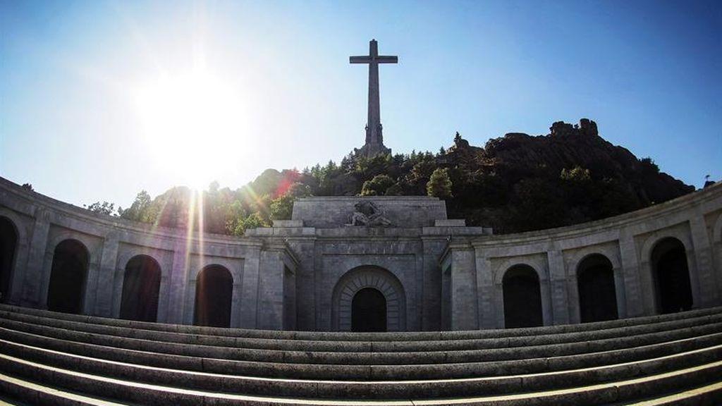 Las reacciones políticas tras el bloqueo de la exhumación de Franco no se hacen esperar