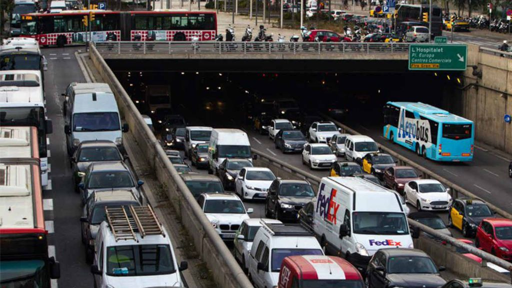 Barcelona es la ciudad con más atascos de España y Cádiz, la que menos los padece