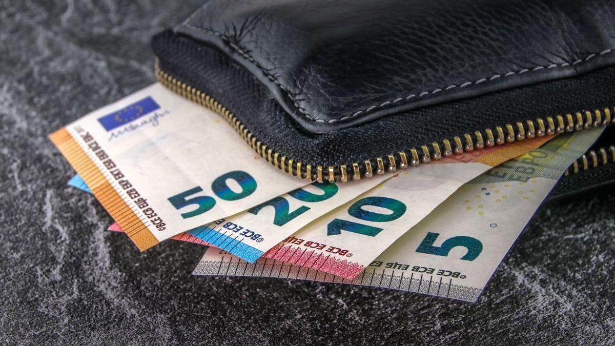 Un hombre entrega a la Policía un bolso con 1.800 euros