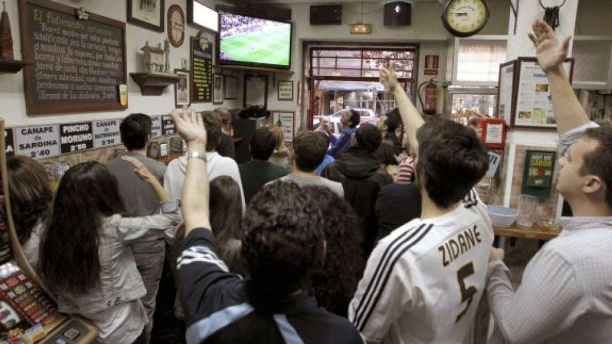 Los establecimientos hosteleros no ganan tanto como parece con la retransmisión de los partidos de fútbol