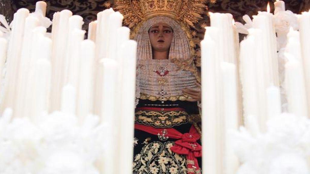 """La """"libertad religiosa"""" ampara a una hermandad que lució una fajín de Franco durante una procesión"""