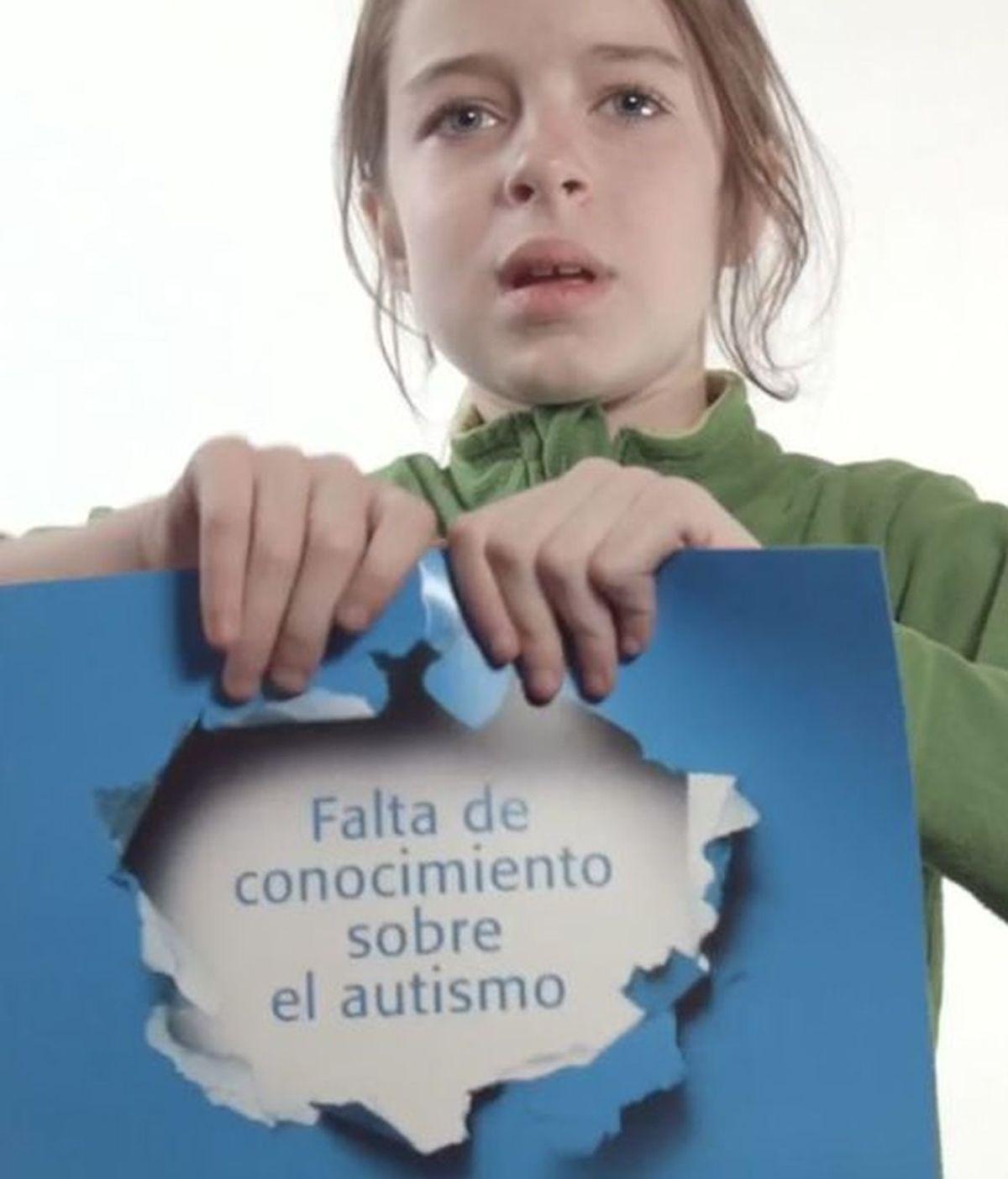 """Familia indignada porque entregan a su hijo autista el premio a estudiante """"más molesto"""""""