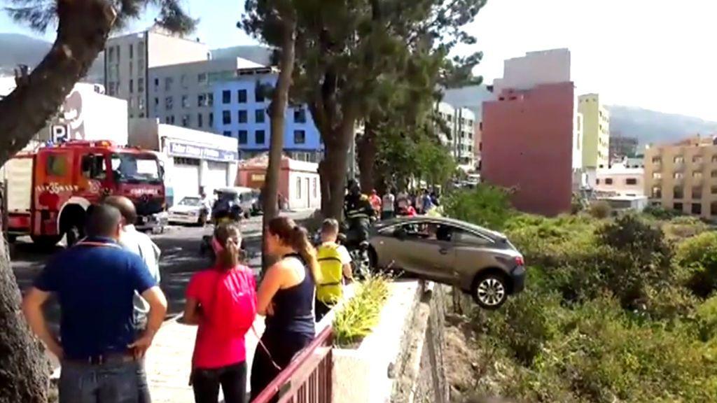 El hombre que se quedó colgado al borde un abismo con un coche le da un consejo de salud a Carme Chaparro