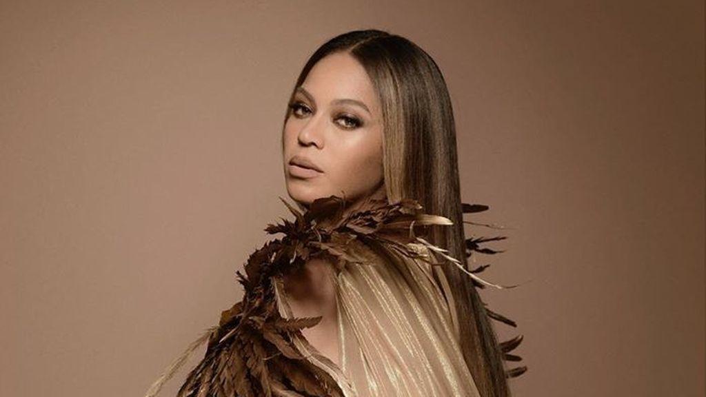 Beyoncé de leona de Alta Costura y Blue Ivy de africana: los looks madre e hija para la 'Wearable Art Gala'
