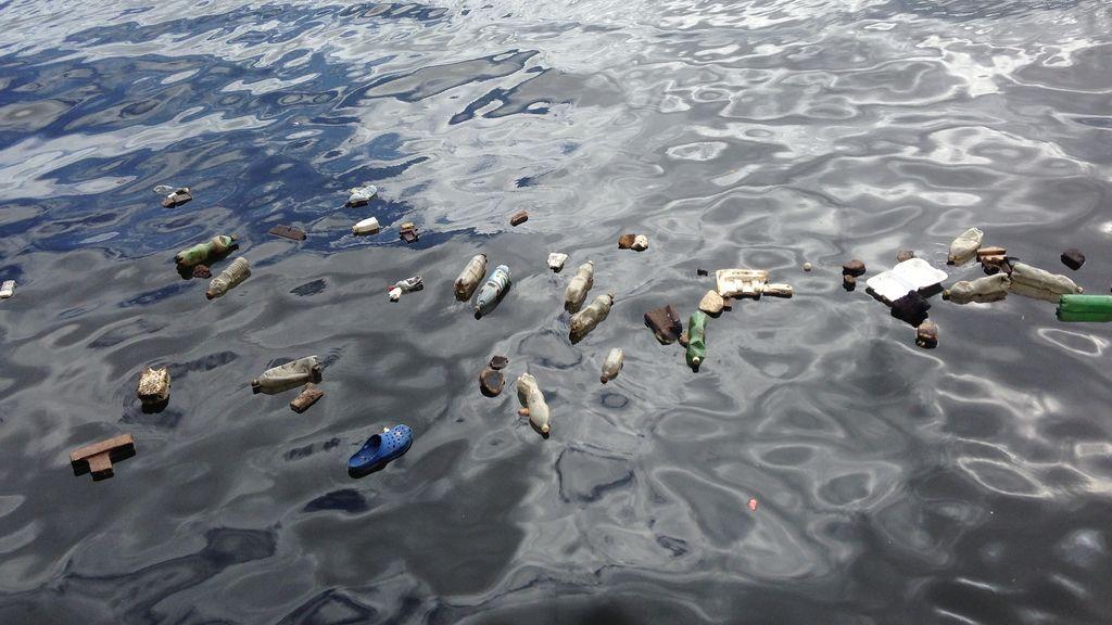 Más de la mitad de los plásticos del mar son fibras de ropa de la lavadora