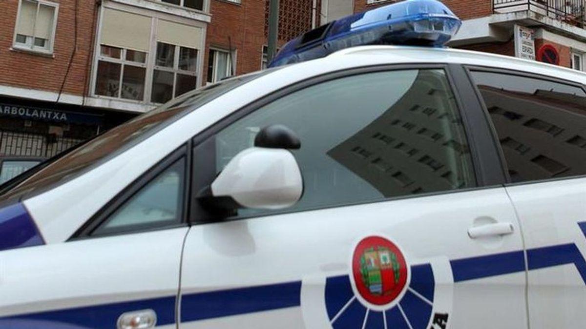 Cae al suelo cuando escalaba para robar una vivienda en Bilbao y pega un puñetazo a la sanitaria que le atendió