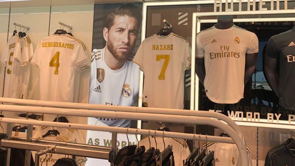Una tienda del Real Madrid ya vende la camiseta de Hazard con el dorsal número '7'