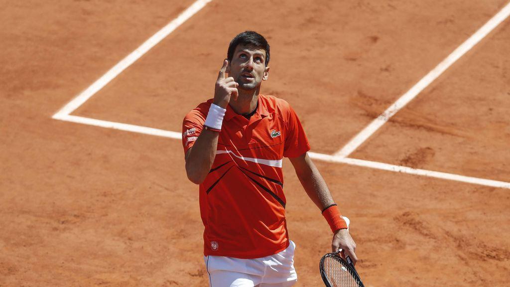 """Djokovic raja sobre la organización del Roland Garros tras su derrota ante Thiem: """"Aquí no hay reglas, pueden volar paraguas"""""""