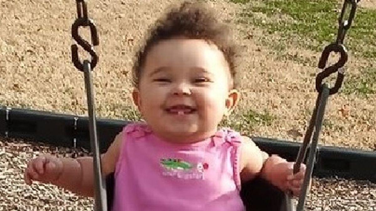 Investigan la muerte de un bebé tras pasar casi 16 horas en un coche en Missouri