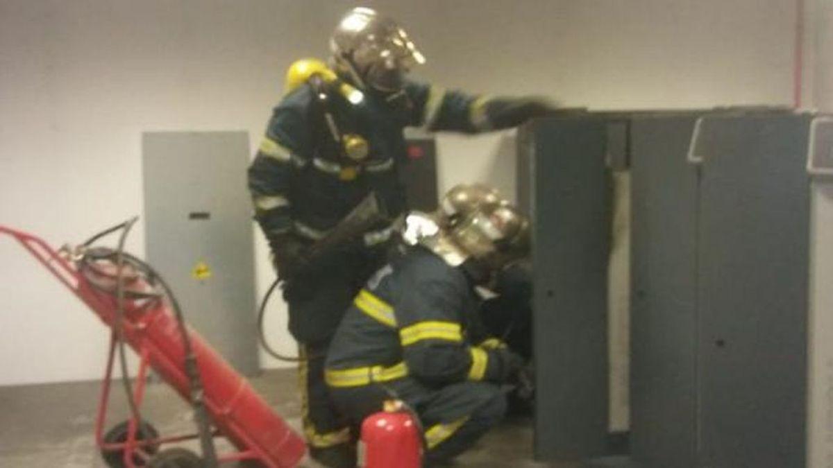 Desalojan a 12 personas del Hospital de la Línea por un incendio
