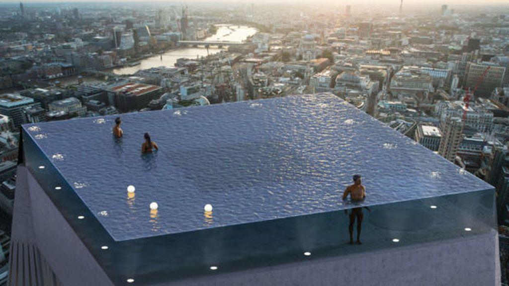Nadar por encima del horizonte en una infinity pool: cuando la realidad supera a la ficción