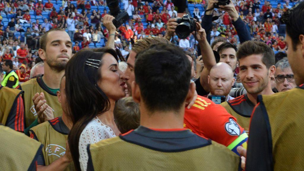 La sorpresa de Pilar Rubio y sus hijos a Sergio Ramos antes de comenzar el España - Suecia