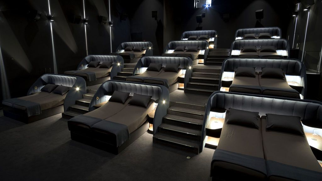 Un cine en Suiza cambia las butacas por camas