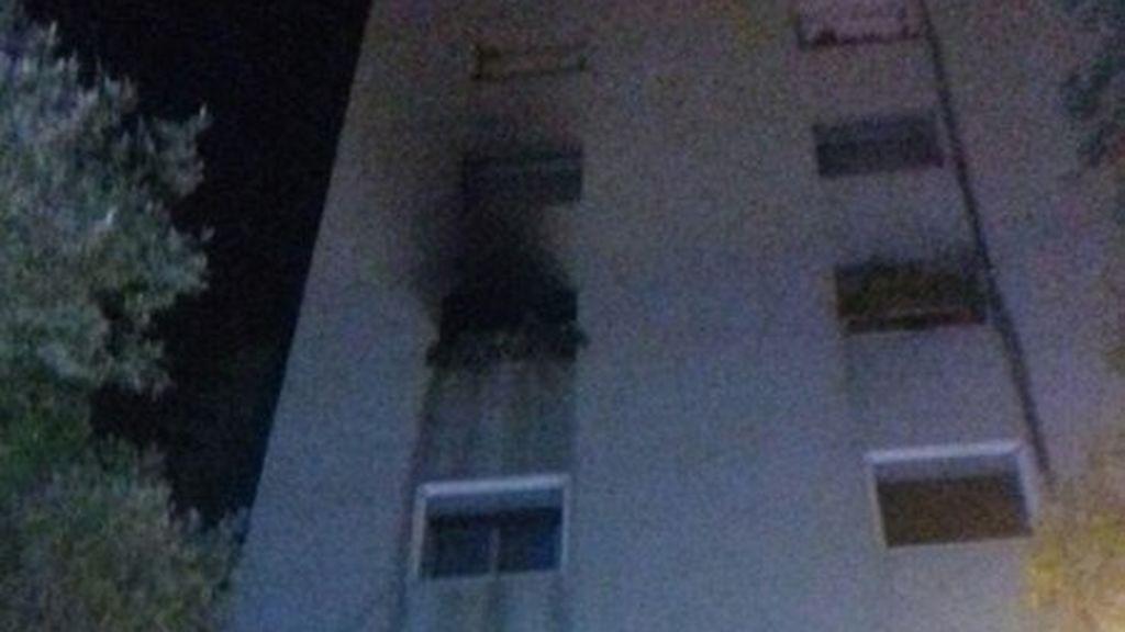 Muere un hombre cuando huía de las llamas de su vivienda en Santa Coloma de Gramenet