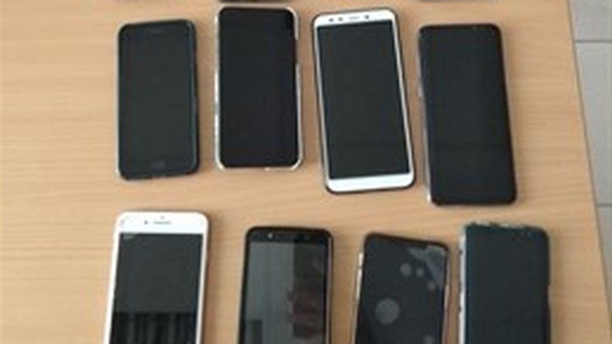 Dos jóvenes son detenidos por sustraer 13 móviles y tres monederos en una discoteca de Valencia