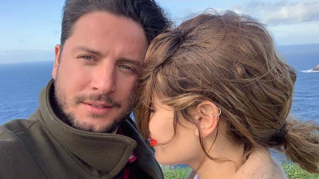 """Manuel Carrasco y Almudena Navalón celebran los dos años de su hija con una fiesta temática: """"Felicidades, Chloe"""""""