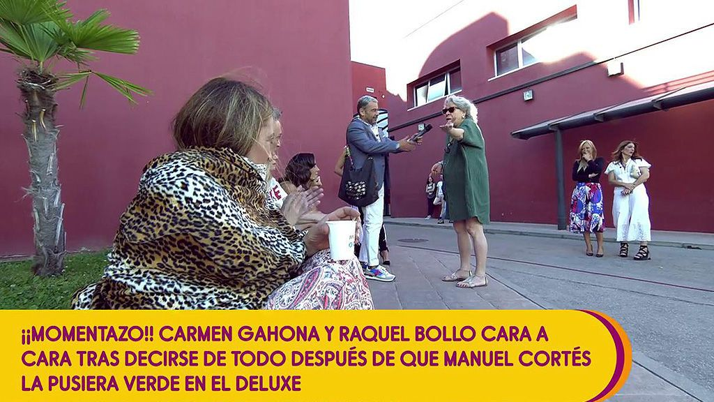 La surrealista irrupción de Carmen Gahona… a escasos centímetros de Raquel Bollo