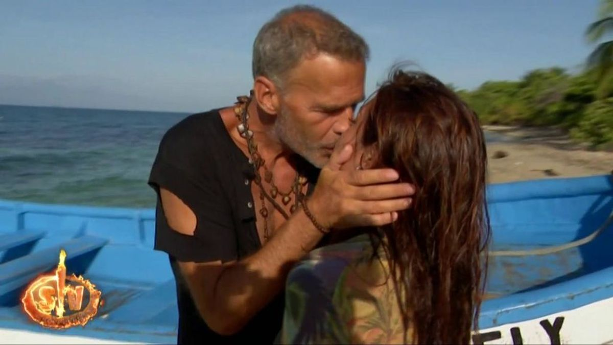 Carlos y Míriam dejan entrever una posible reconciliación tras una romántica despedida