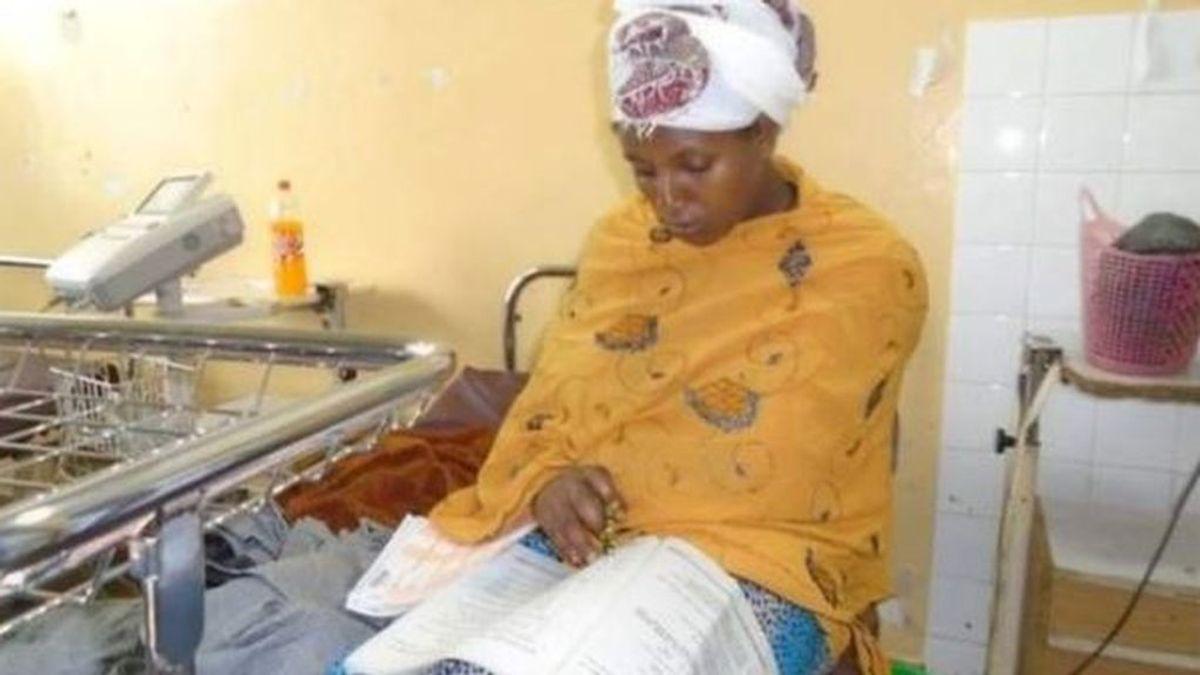 Una mujer etíope se examina media hora después de dar a luz