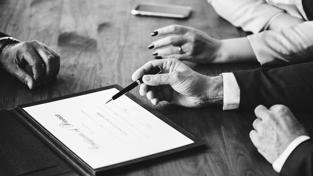 Condenado a pagar 157.000 euros a su mujer tras el divorcio porque asumió las tareas domésticas