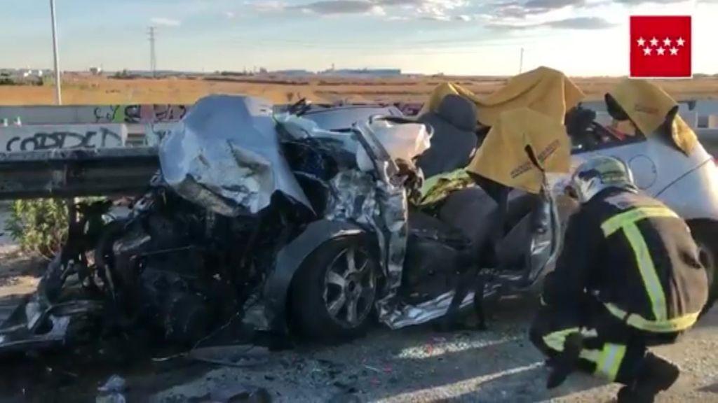 Un muerto y tres heridos en un aparatoso accidente en la M-50