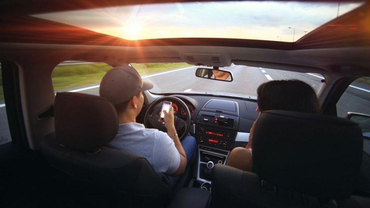 El 17% de los conductores admite que escribe en el móvil mientras conduce