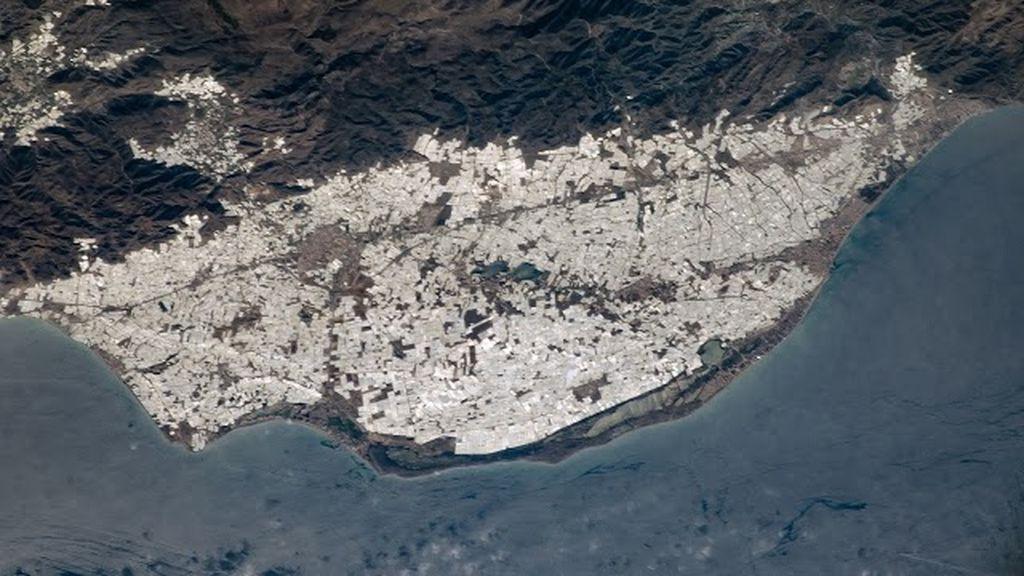 El 'mar de plástico de Almería' en una imagen de la NASA de 2004