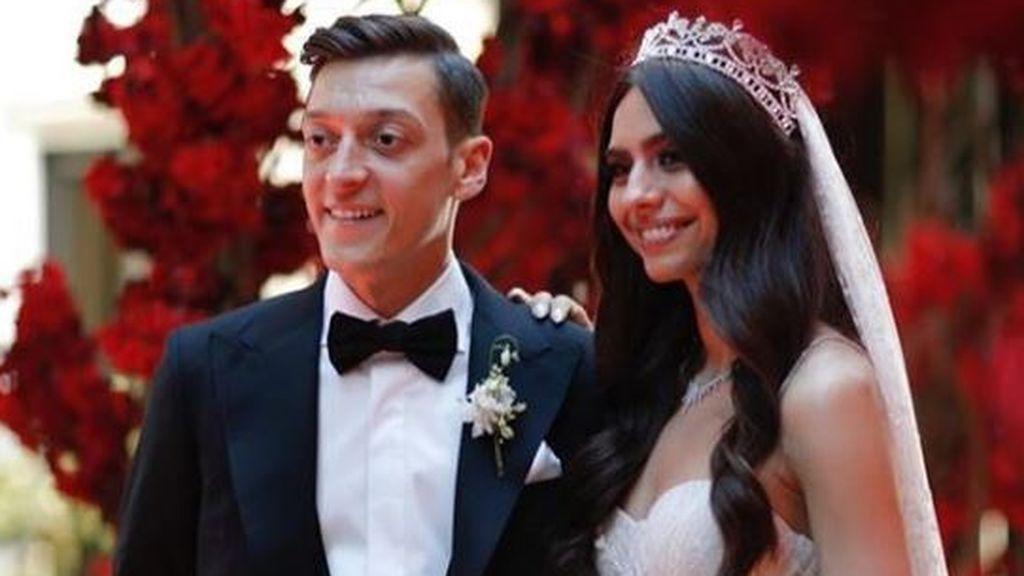 El gran gesto de Ozil y su esposa el día de su boda: Donaron comida a 16.000 personas sin hogar